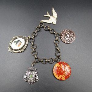 Jewelry - Vintage 7 Inch Stylish Old School Charm Bracelet
